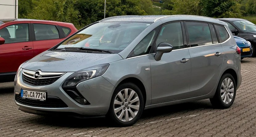 The Opel Zafira, the seven-seater vehicle Avis arranged for my rental adventure.