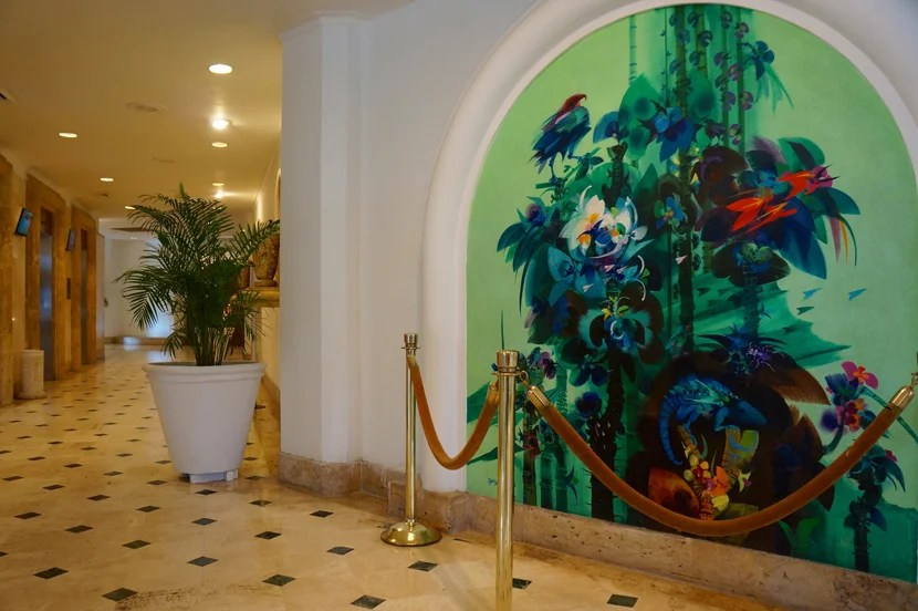 Just in case you'd forgotten you're in a tropical locale, the lobby mural should remind you.