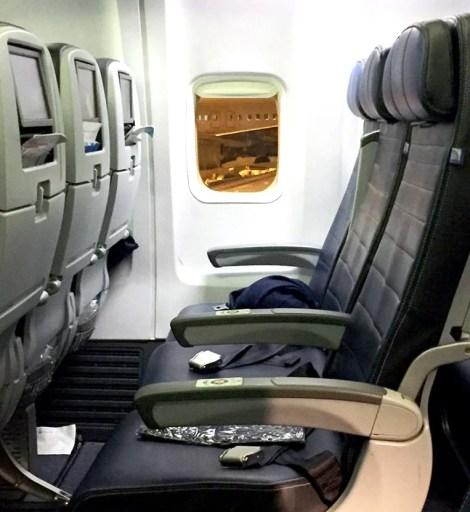 Economy seats on United's 737.