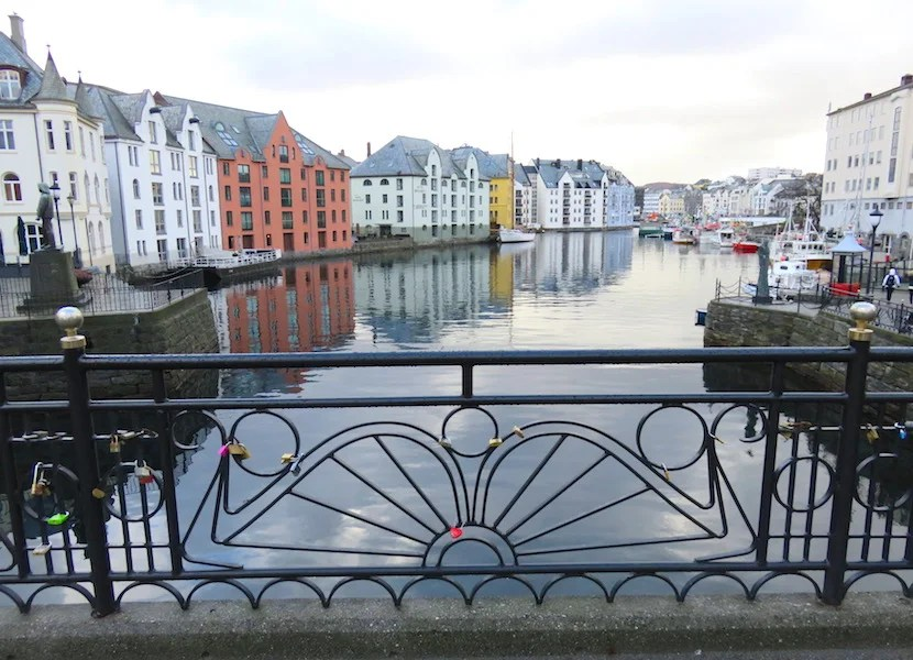 A 1904 destroyed the small port town of Ålesund, which rebuilt largely in Art-Nouveau style.
