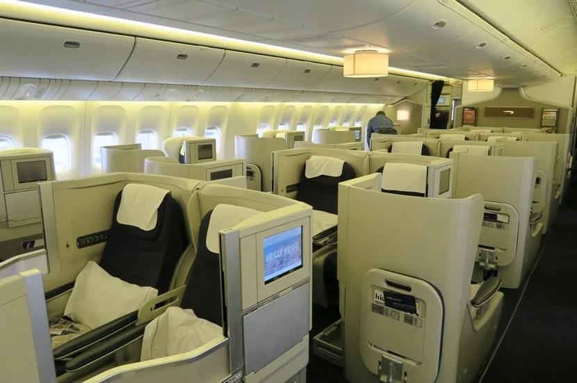 This cabin — like the 747 cabin — felt a bit yellowish.