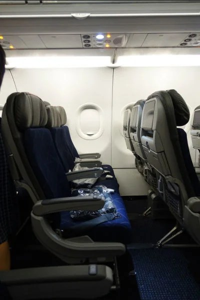 Main Cabin seats made for a surprisingly comfortable ride to Los Angeles in a 3-3 configuration.