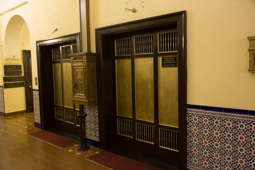 The original elevators still work (well, assuming the mechanical insides have since been upgraded).