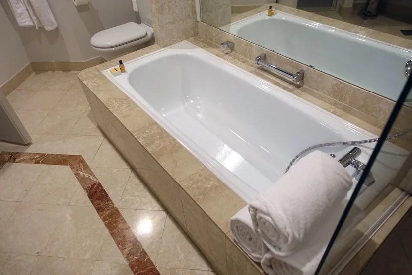 Hyatt-Belgrade-Bathtub