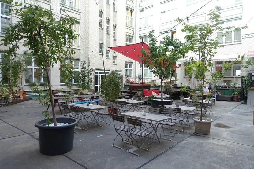 img-courtyard