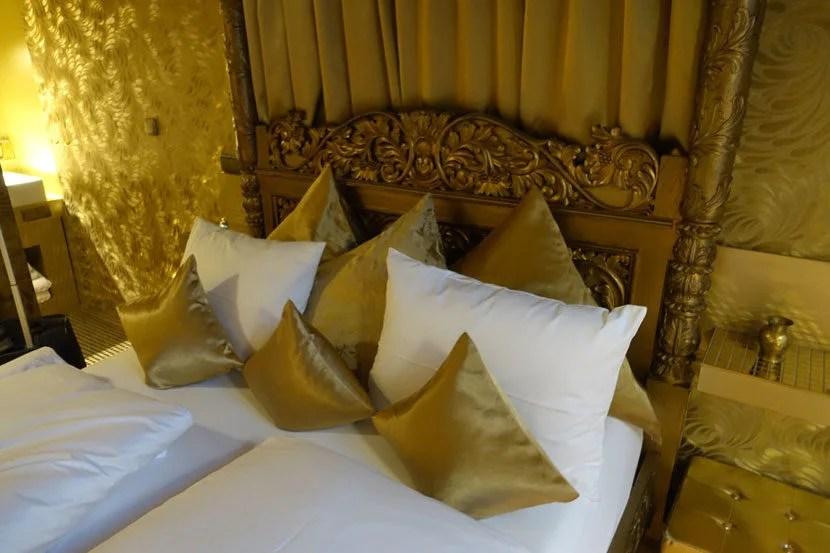 img-pillows