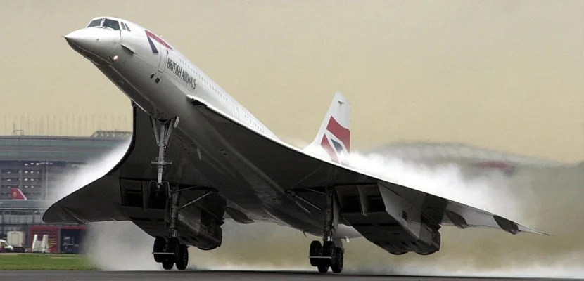 396955 01: (UK OUT) A British Airways Concorde takes off from Heathrow airport in London November 7 2001, carrying passengers for the first time since one of the Concorde fleet crashed in Paris last year. (Photo by David Parker/BWP Media/Getty Images)