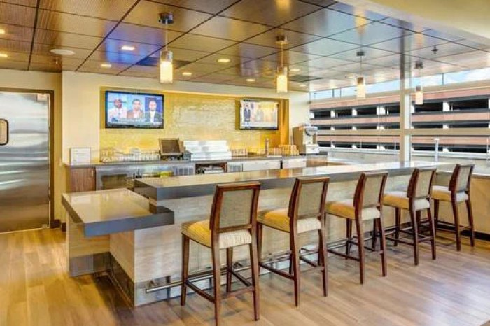 The bar area of The Club at SJC. Image courtesy of Priority Pass.