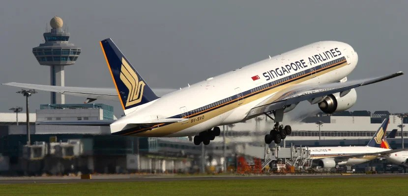 singapore airlines 777-200 featured