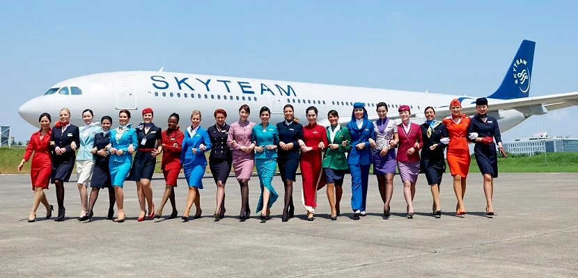 2014-skyteam-flight-attendants-walking-featured
