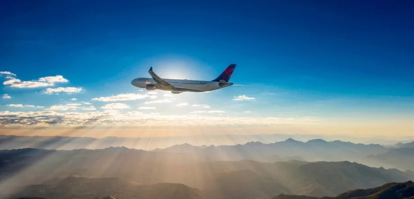 IMG Delta plane mountains sunset silhouette featured
