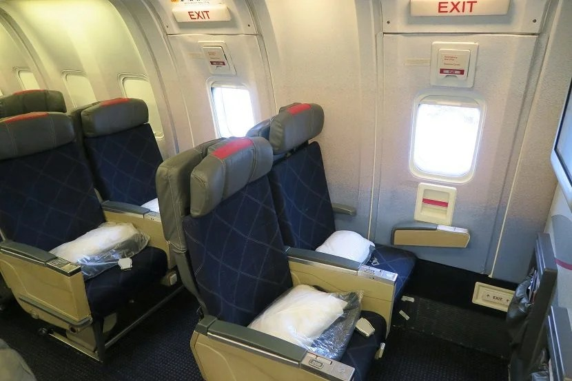 Row 20-21 are both exit rows, providing a bit more legroom but a fixed armrest.
