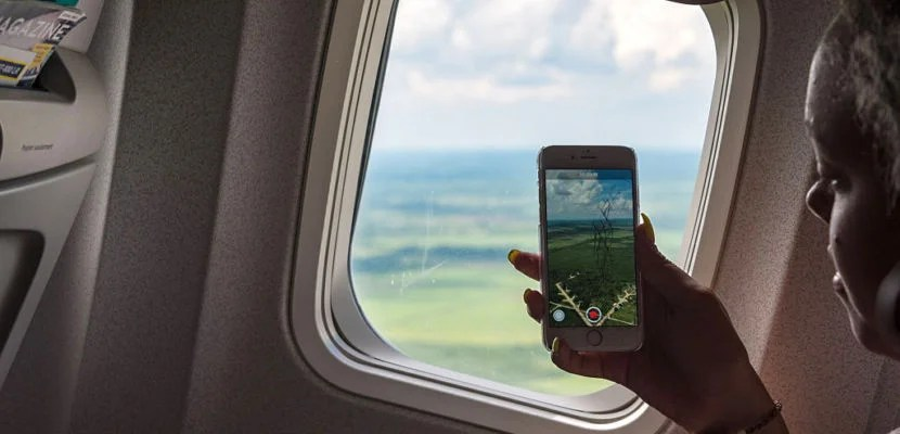 ABEL SANTAMARIA AIRPORT, SANTA CLARA, VILLA CLARA, CUBA - 2015/09/26: Tourist woman taking picture with cell from an airplane taking off in Cuba . (Photo by Roberto Machado Noa/LightRocket via Getty Images)