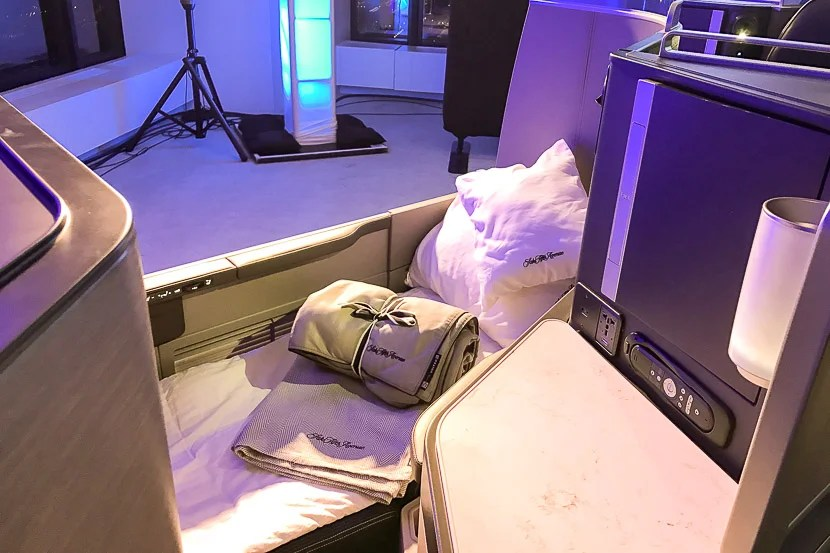 United offers a bottom pad in this fully-made up window seat - but only for some!