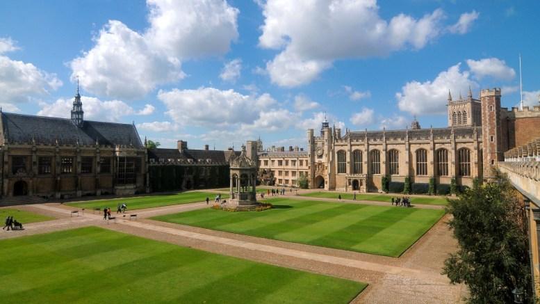 Cmglee_Cambridge_Trinity_College_Great_Court