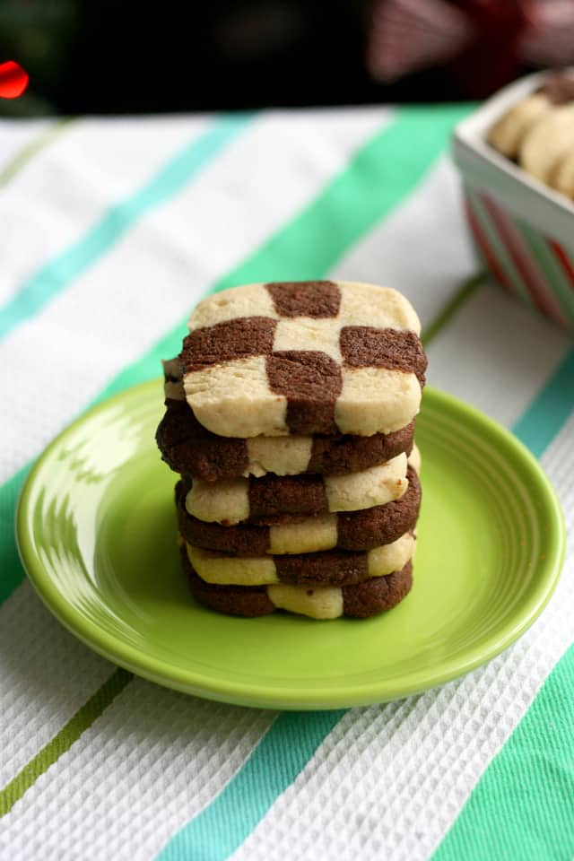 A recipe for checkerboard cookies that is gluten free and vegan! theprettybee.com