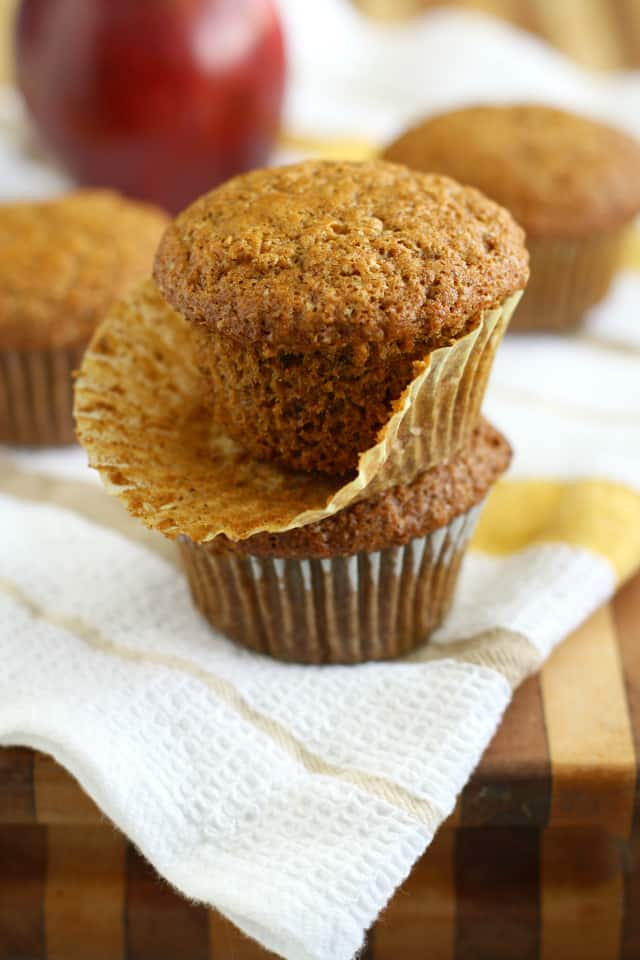 Delicious applesauce muffins that are perfect for breakfast or a snack! #vegan #dairyfree