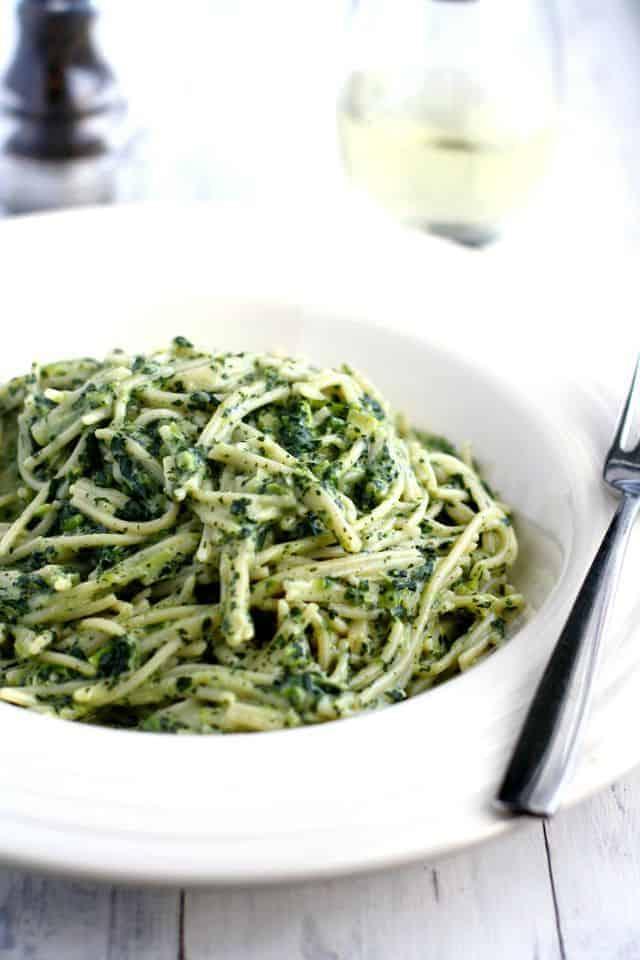 Vegan creamy kale sauce pasta - easy and comforting! #vegan #gf #glutenfree