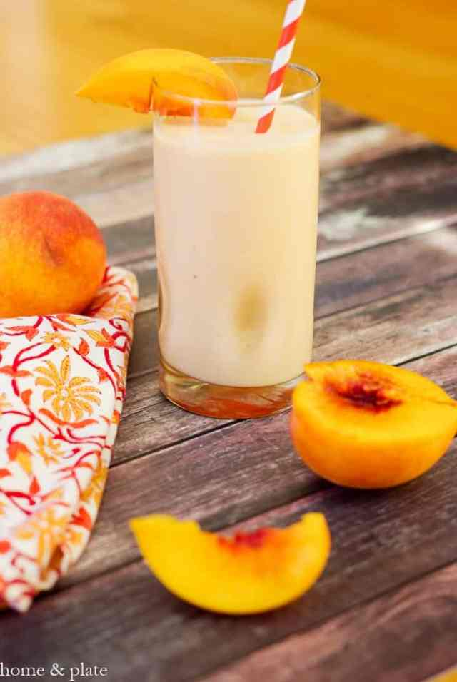 Fresh Picked Peach Smoothie from Home and Plate   50 Healthy Smoothie Recipes on theprettybee.com