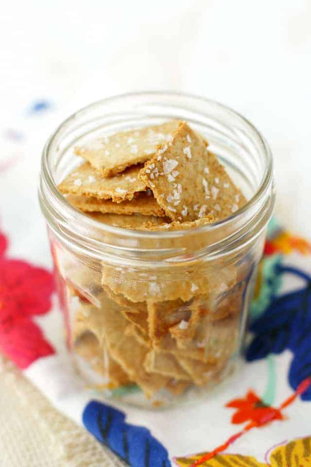 Easy Oatmeal Crackers (Gluten Free and Vegan). - The Pretty Bee