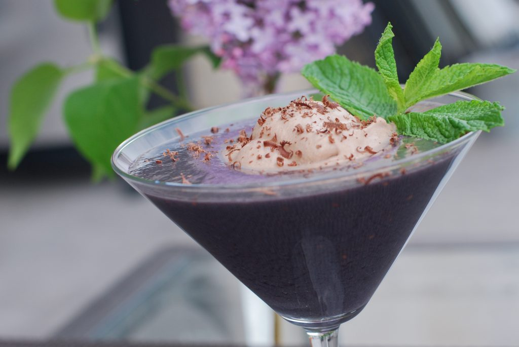 Paleo Blackberry Mint Smoothie - www.ThePrimalDesire.com