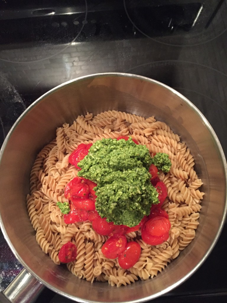 healthy pesto with roast tomatoes and pasta