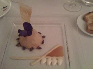 Entenleberterrine mit frischen Mandeln, Mandelpüree und Centenario crudo