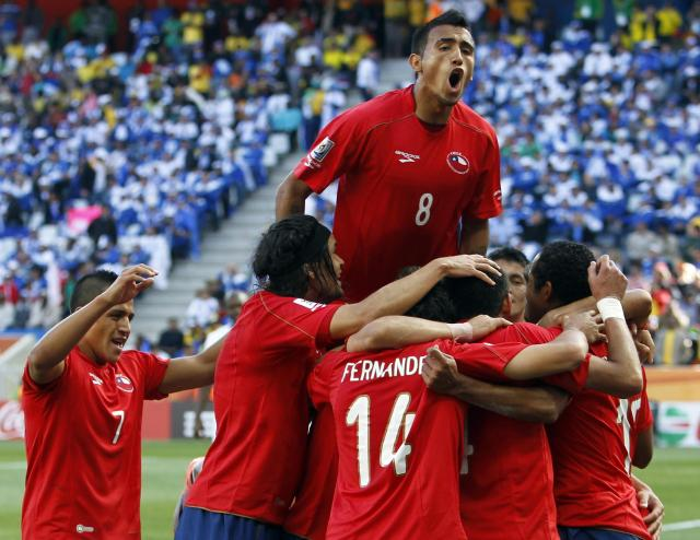 2107-chile-celebrate-football-team-world-cup-2014-2456x1899
