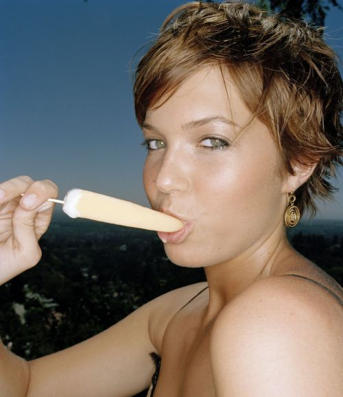 mandy moore casual style short hair