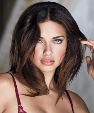 Adriana Lima medium shag haircut