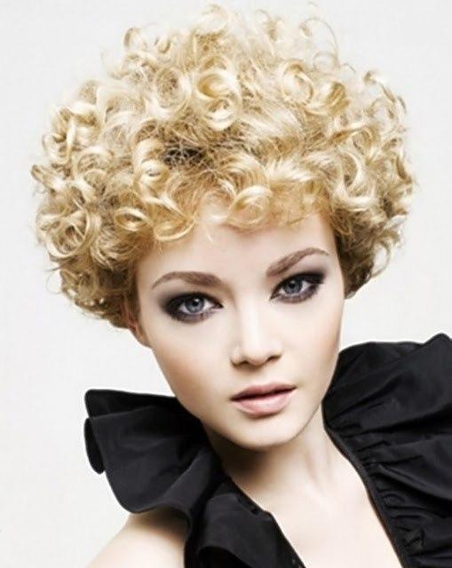 Short haircut for innocent curls