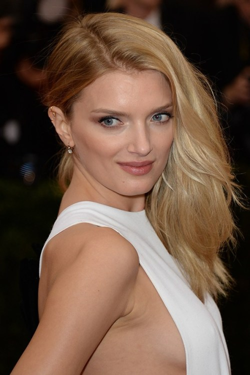 Lily Donaldson side downdo for fine hair