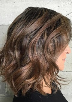 1-medium-wavy-hairstyle-for-thick-hair