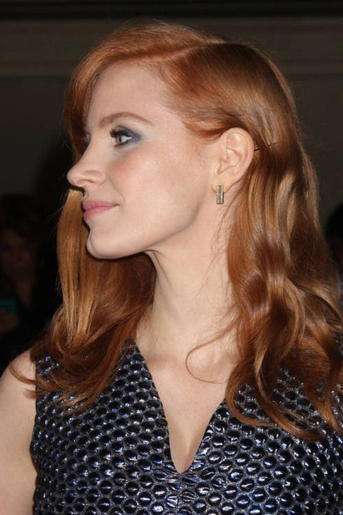 Jessica Chastain asymmetric hairstyle for thick hair