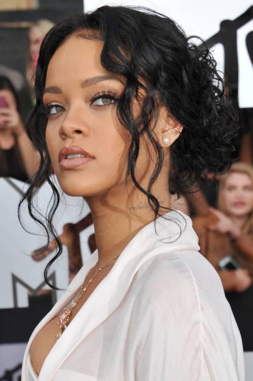 Rihanna wavy updo