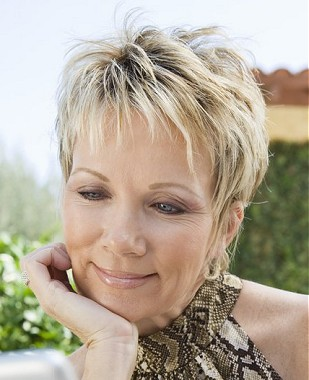 pixie hairstyle for women over 40