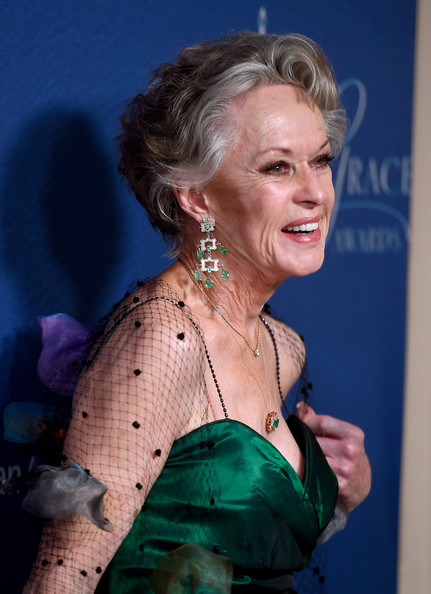 Tippi Hedren short hairstyle for grey hair