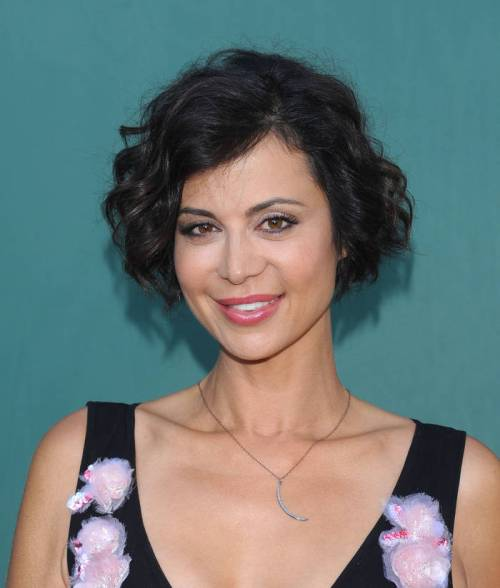 Catherine Bell short wavy hairstyle idea for Valentines Day