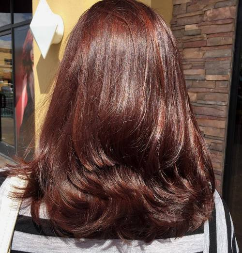 layered mahogany brown hairstyle - Coloration Caramel Dor