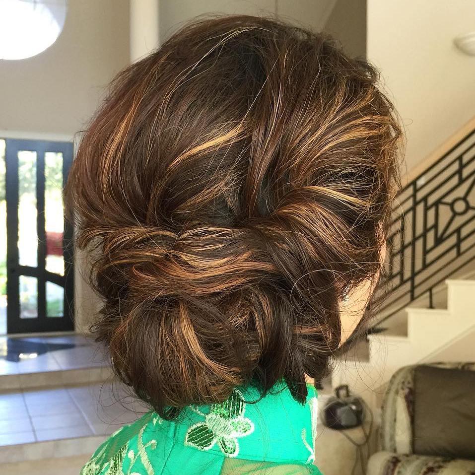 Low Twisted Updo coafuri de nuntă 2017. ce puteţi purta, să fiţi în trend Coafuri de nuntă 2017. Ce puteţi purta, ca să fiţi în trend 10 low twisted updo