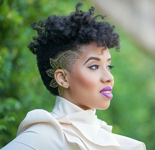 short natural hairstyle with undercut