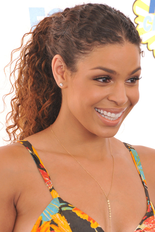 curly ponytail hairstyle for Afriican American women