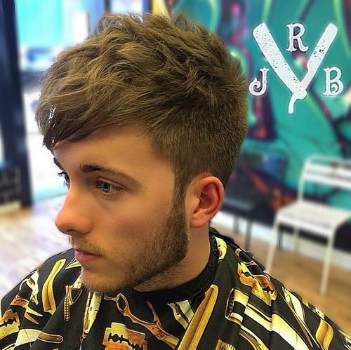 men's short disheveled hairstyle