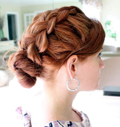 Прически на средние волосы с двумя косами