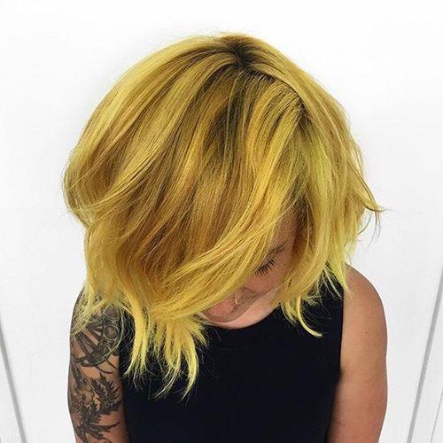 short layered golden blonde hairstyle