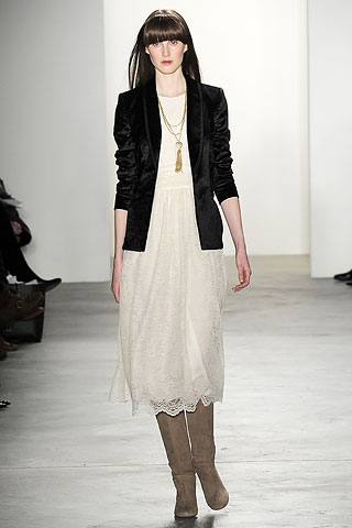 00020m2 FALL 2010: VELVET  KEY ITEMS   The Sche Report / Margaret Sche