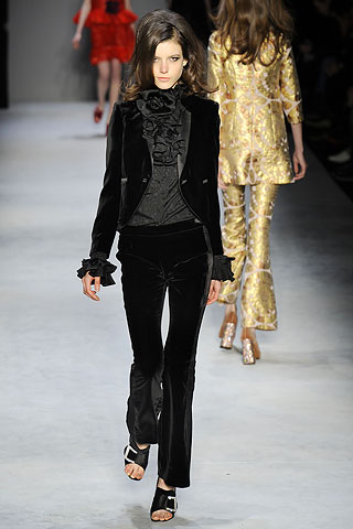 00340m3 FALL 2010: VELVET  KEY ITEMS   The Sche Report / Margaret Sche