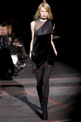 00380m FALL 2010: VELVET  KEY ITEMS   The Sche Report / Margaret Sche
