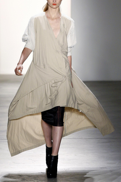my zoomed image SPRING/SUMMER 2011 TOP 10 TRENDS:  #8 ASYMMETRY   The Sche Report / Margaret Sche