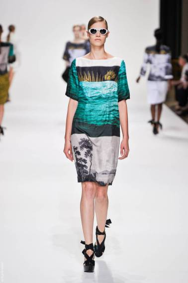 5 dries van noten dvn ps12 094 SPRING 2012 PARIS MID WEEK FAVORITES   The Sche Report / Margaret Sche